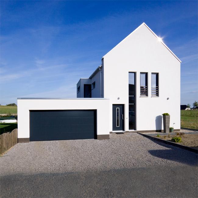 Modernes satteldachhaus for Modernes einfamilienhaus mit garage